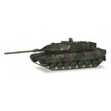 Herpa 746175  Kampfpanzer Leopard 2A7, dekoriert