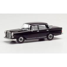 Herpa 420457 Mercedes-Benz 200 Heckflosse, schwarz