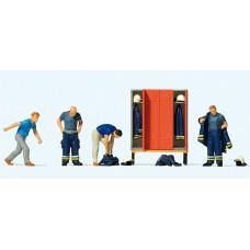 Preiser 10642 Feuerwehrmmänner in moderner Bekleidung