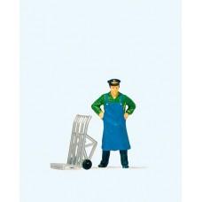 Preiser 28125 Dienstmann stehend mit Gepäckkarre