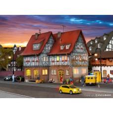 Vollmer 43637 H0 Gasthof zur Post mit LED-Beleuchtung, Funktionsbausatz