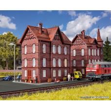 Vollmer 43806 H0 Eisenbahner-Wohnhaus mit First